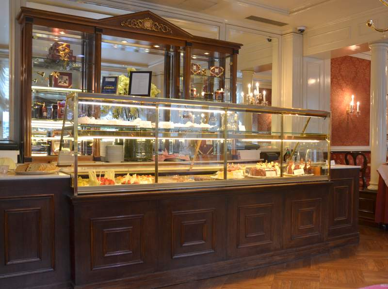 Kuchentheke Café Sacher