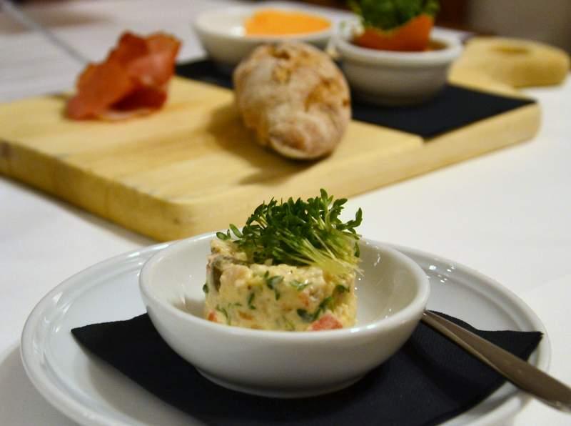 Vorspeise und Gedeck im Gasthaus Goldgasse in Salzburg