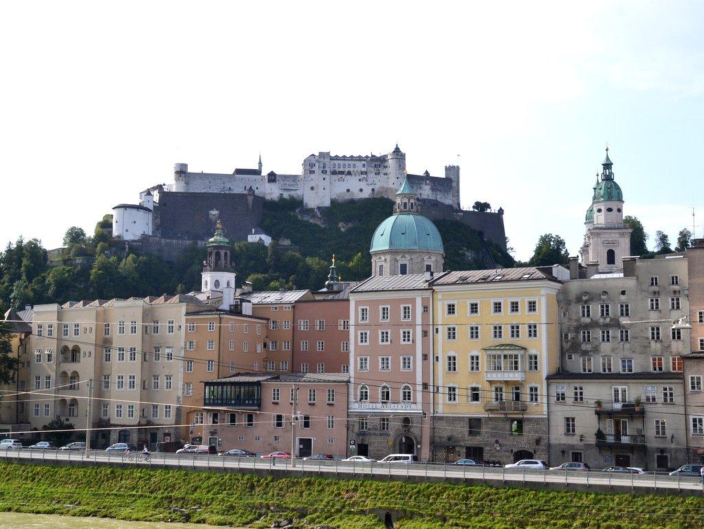 Blick aud die altstadt von Salzburg mit Festung