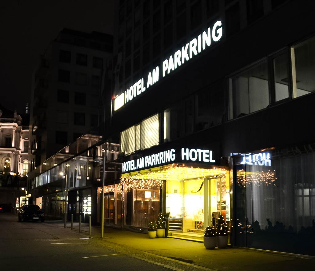 Schick Boutique Hotel am Parkring bei Nacht