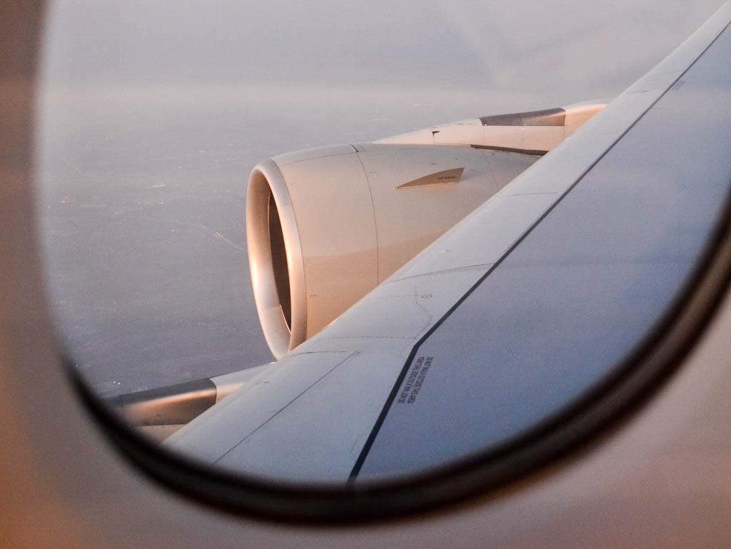 Blick auf die tragfläche Qatar Airways