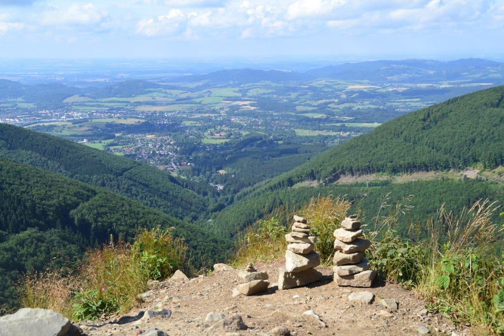 Landschaft mit Steinmännern