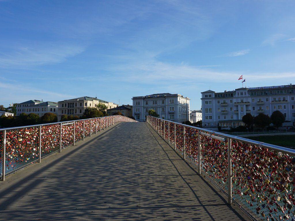 Leerer Steg in Salzburg