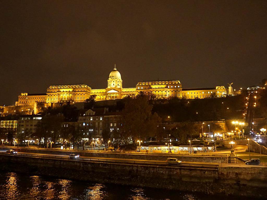 Burgviertel bei Nacht