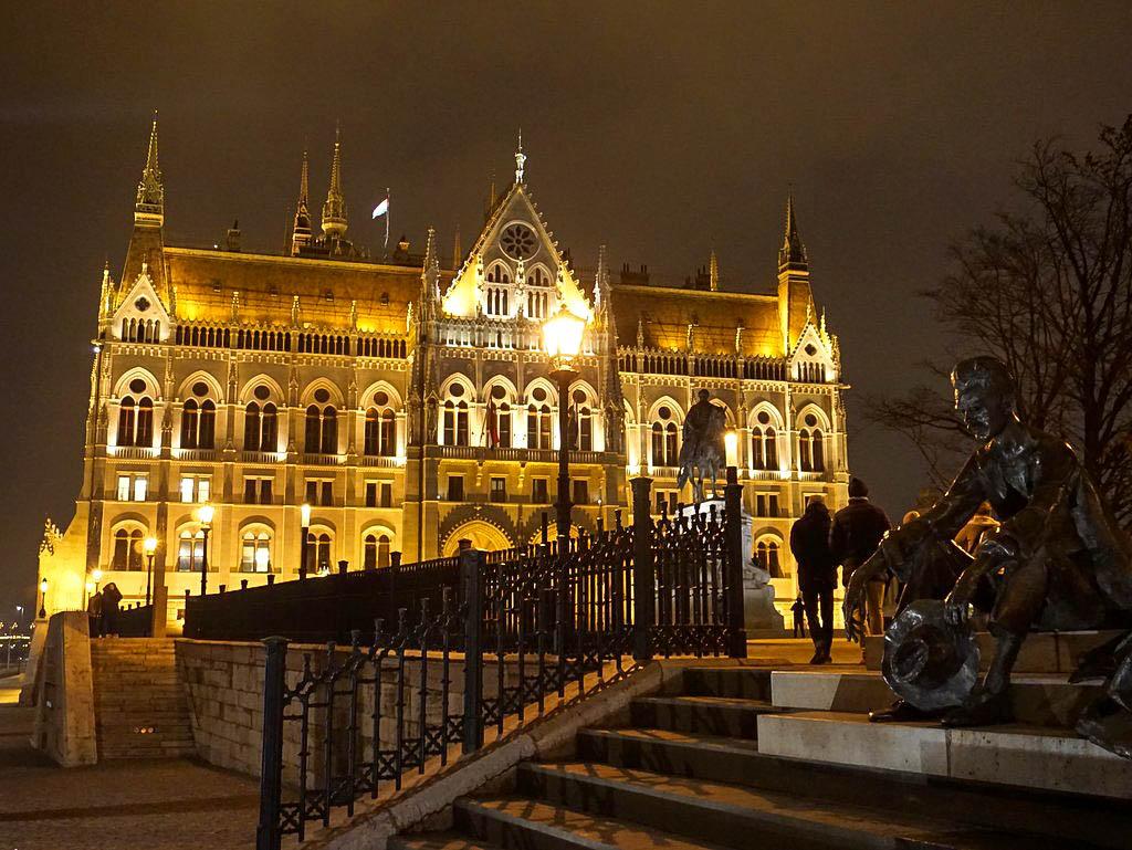 Budapest bei Nacht Parlament