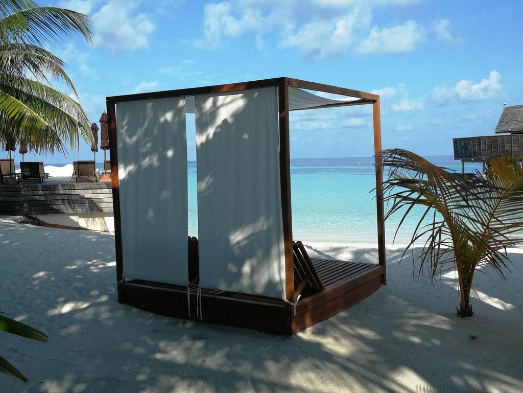 Lily Beach Malediven Strand mit Cabana