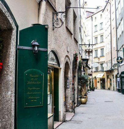 Bilder aus Salzburg, die Goldgasse in der Altstadt