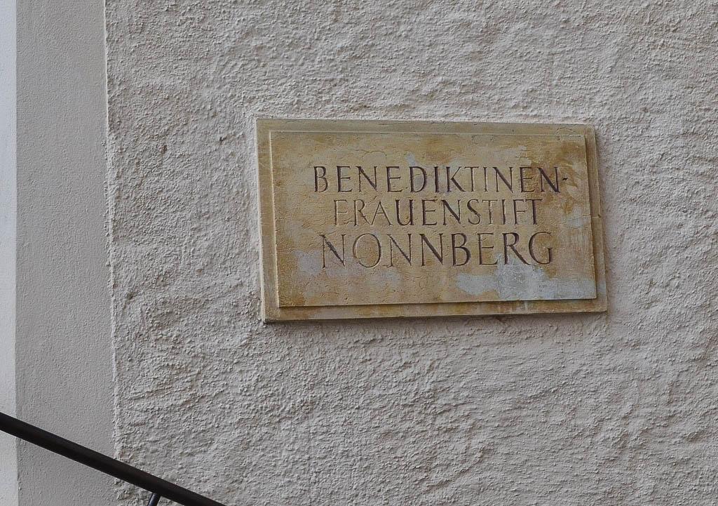 Stift Nonnberg Schild