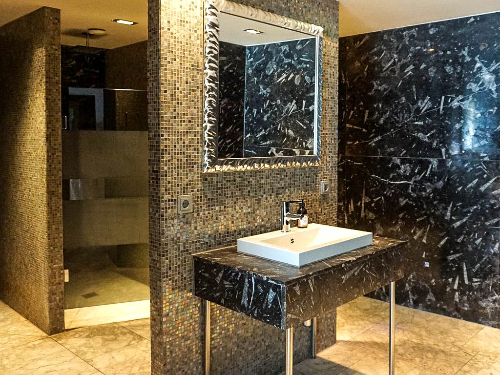 Duschen im Oberforsthof Hallenbad