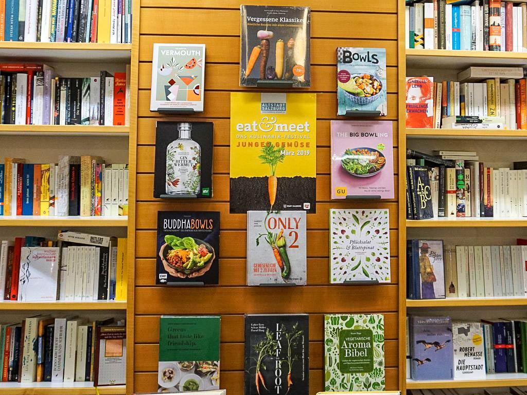 Buchauswahl in der Rupertusbuchhandlung