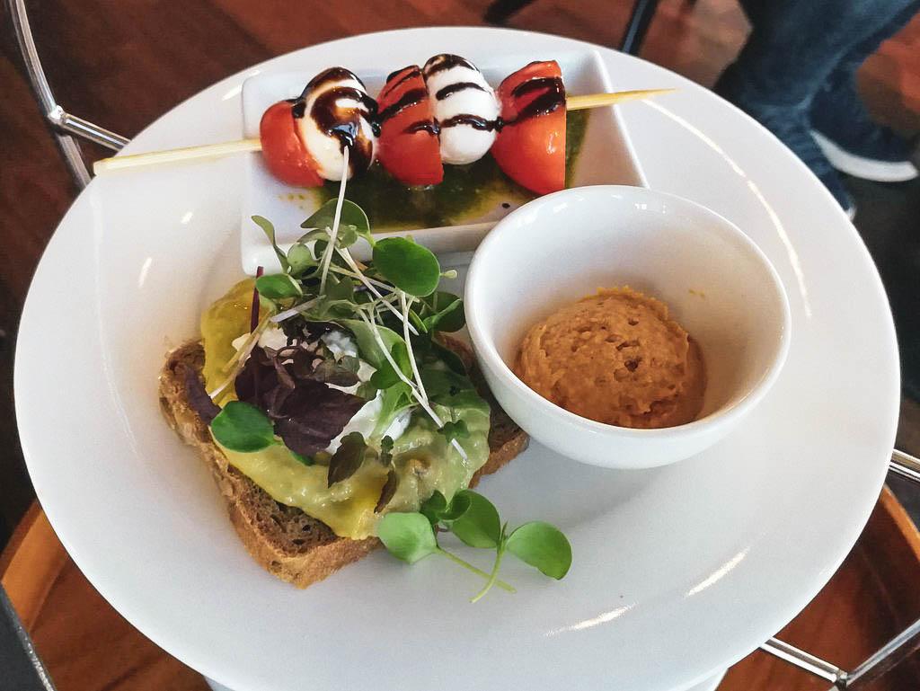 Frühstück mit Blick auf Schloss Mirabell, Imlauer Sky Bar