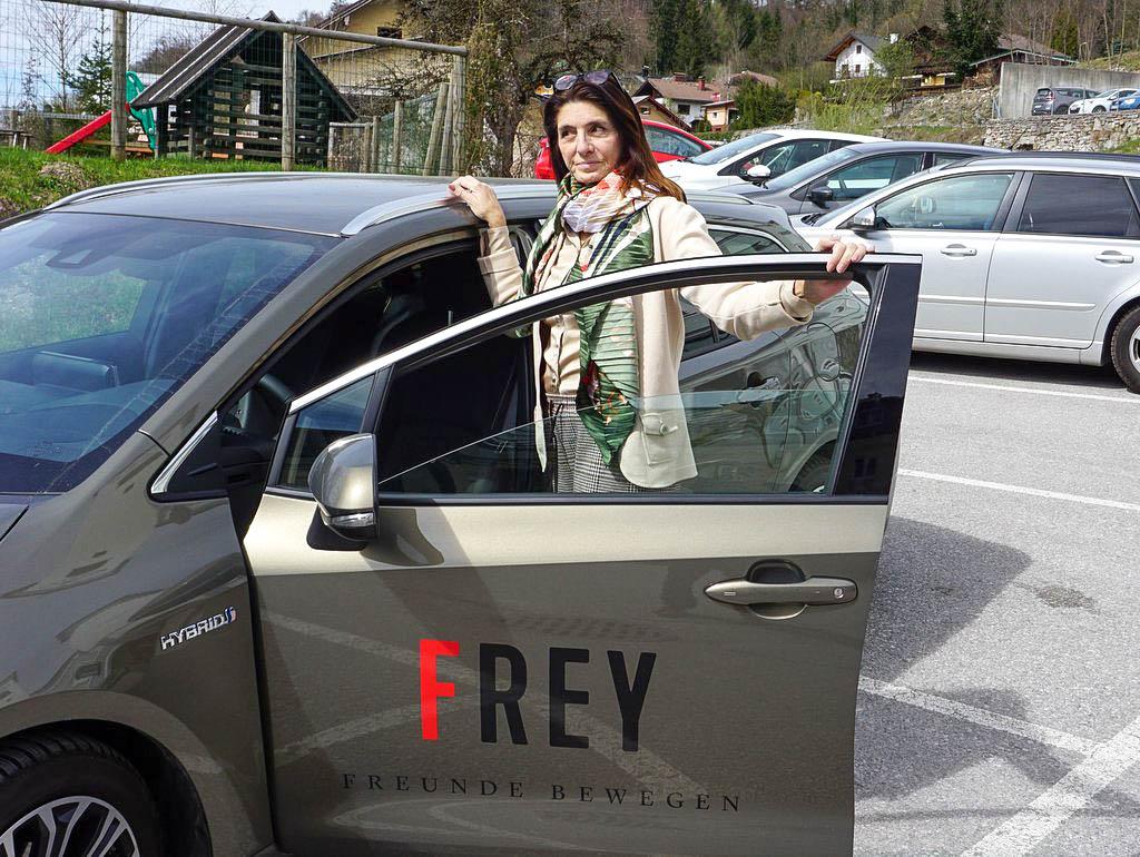 Toyota Corolla Touring Sports Style Frey Freunde bewegen