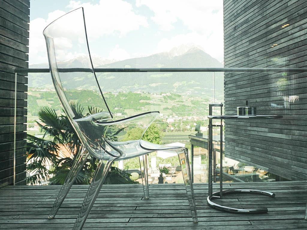 Kleiner Balkon mit Blick auf Meran