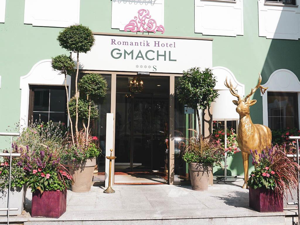 Eingang Hotel Gmachl in Elixhausen