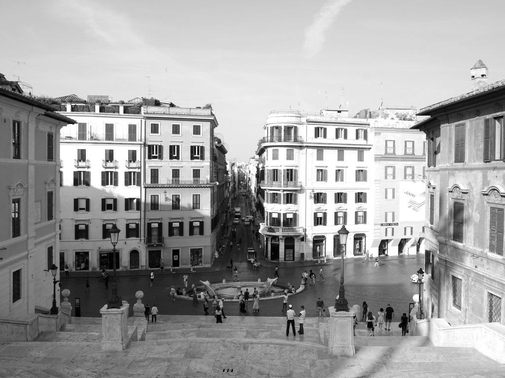 Piazza di Spagna mit Blick auf die Via dei Condotti