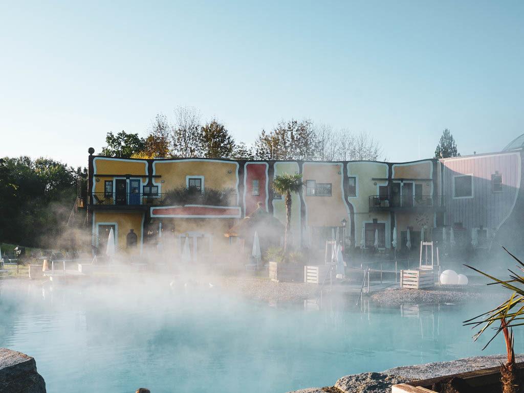Außenbecken Rogner Bad Blumau Hundertwasser Therme