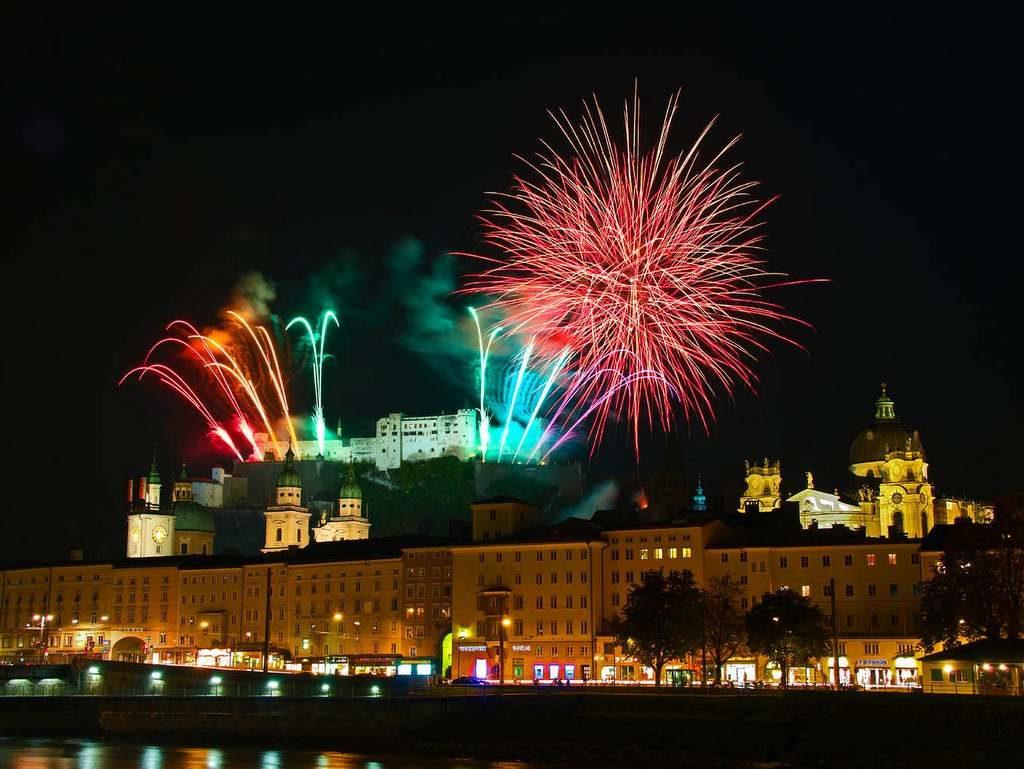 Feuerwerk über der Stadt Salzburg