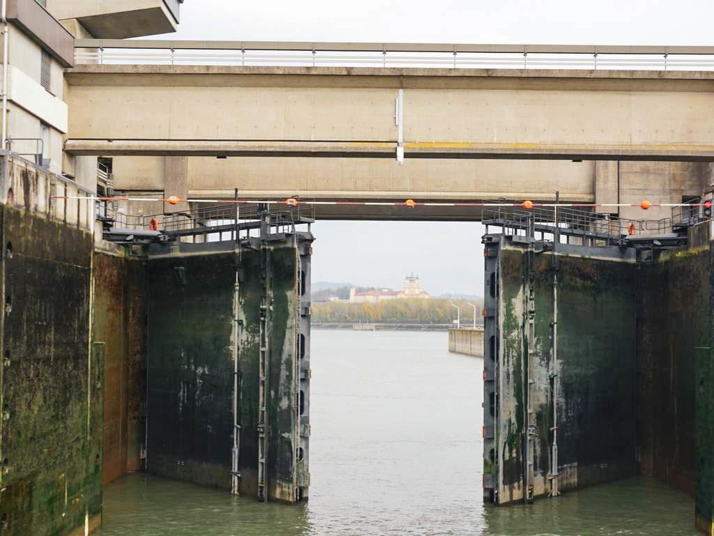 Schleuse auf der Donau