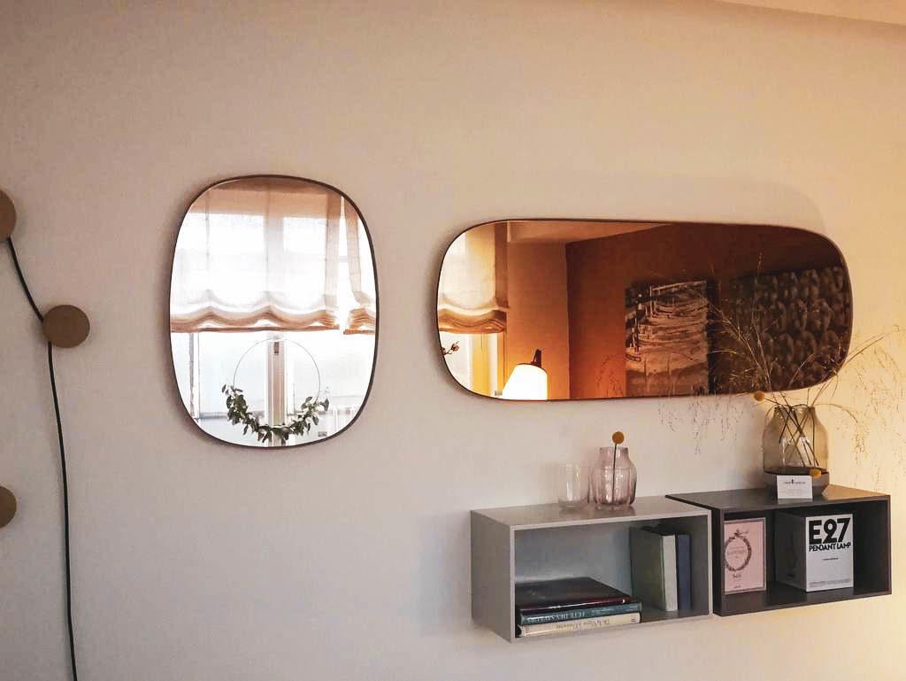 Spiegel und Regale