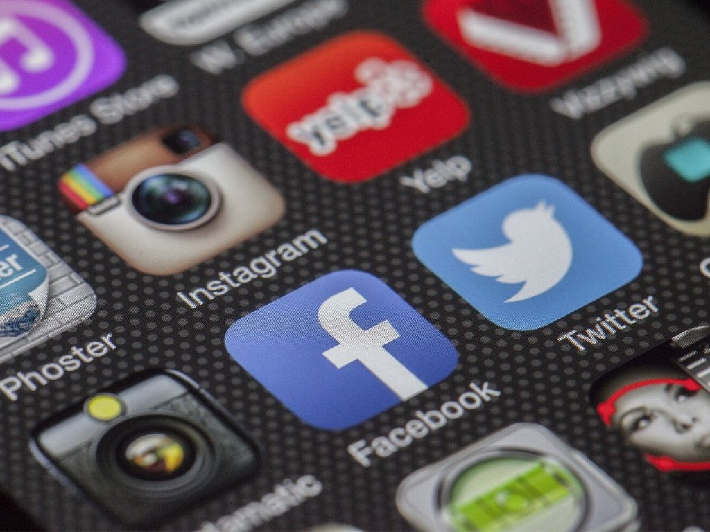 Handydisplay mit nützlichen Apps