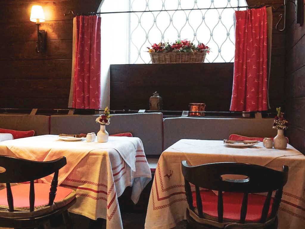 Tische im Restaurant Herzl in Salzburg