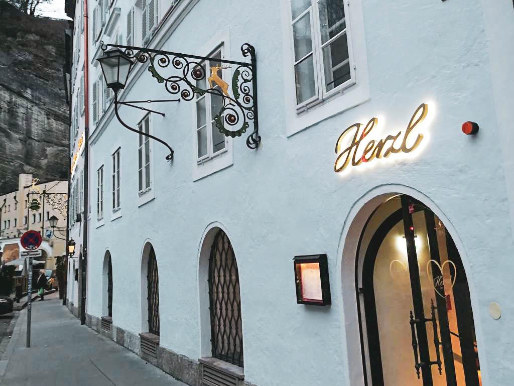 Außenfassade Herzl Salzburg