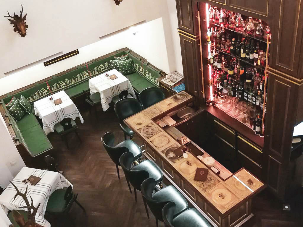 Bar im Goldener Hirsch