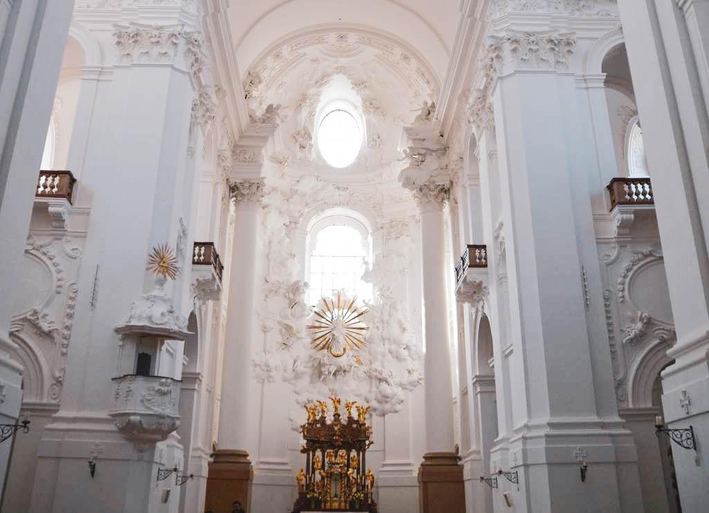 Universitätskirche oder Kollegienkirche