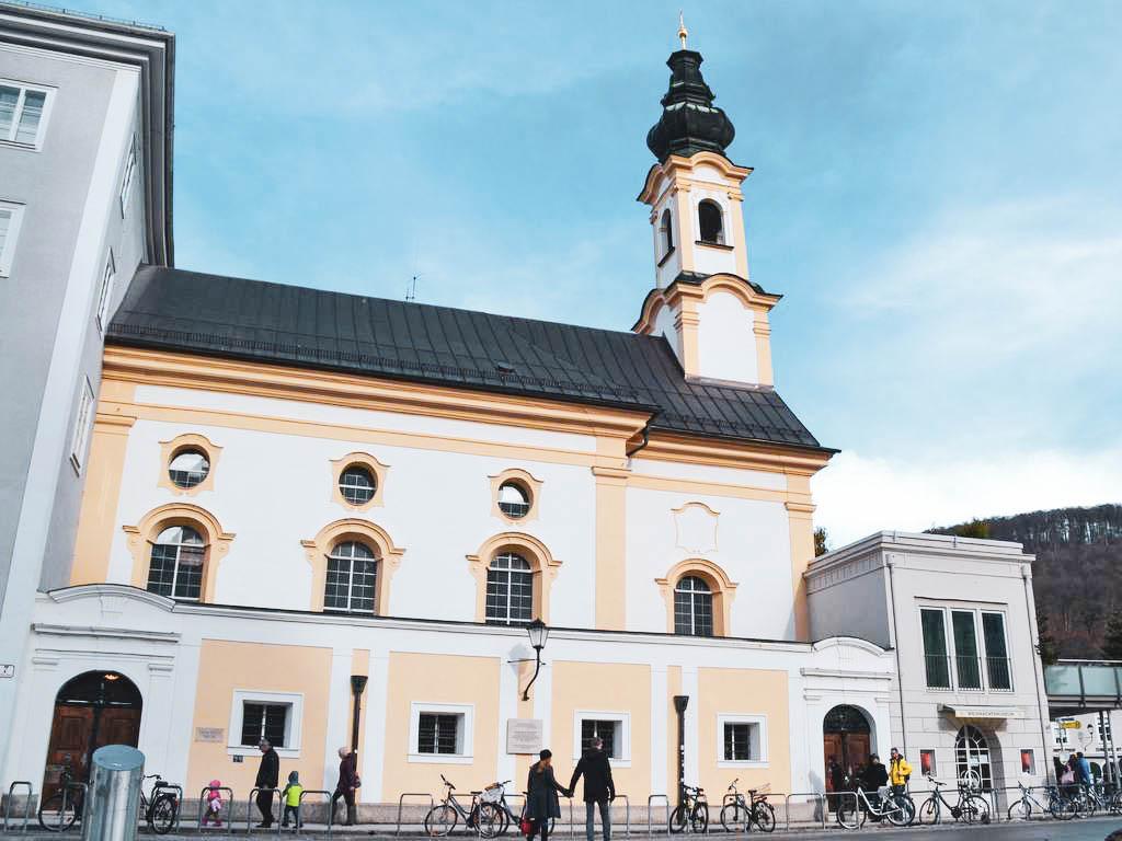 Michaelikirche am Residenzplatz in Salzburg