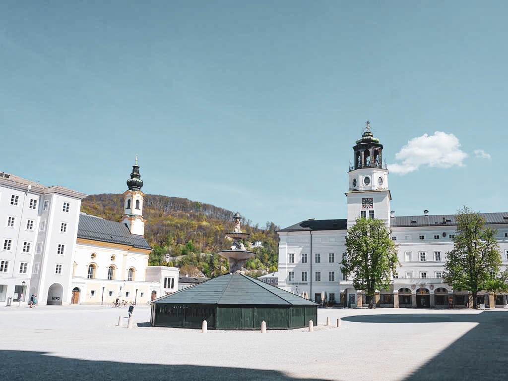 Residenzplatz mit Glockenspiel