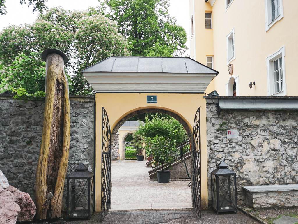 Eingang Schloss Wiespach