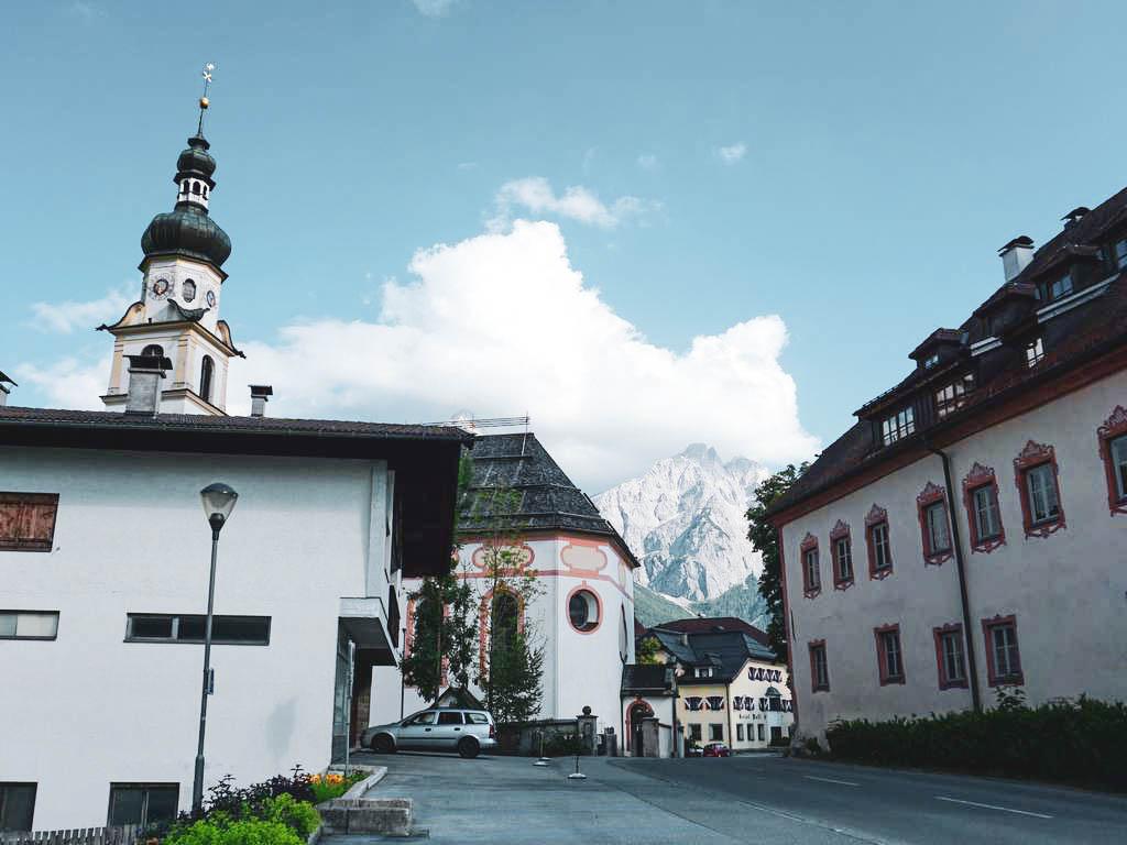 Lermoos Ortsmitte mit Kirche