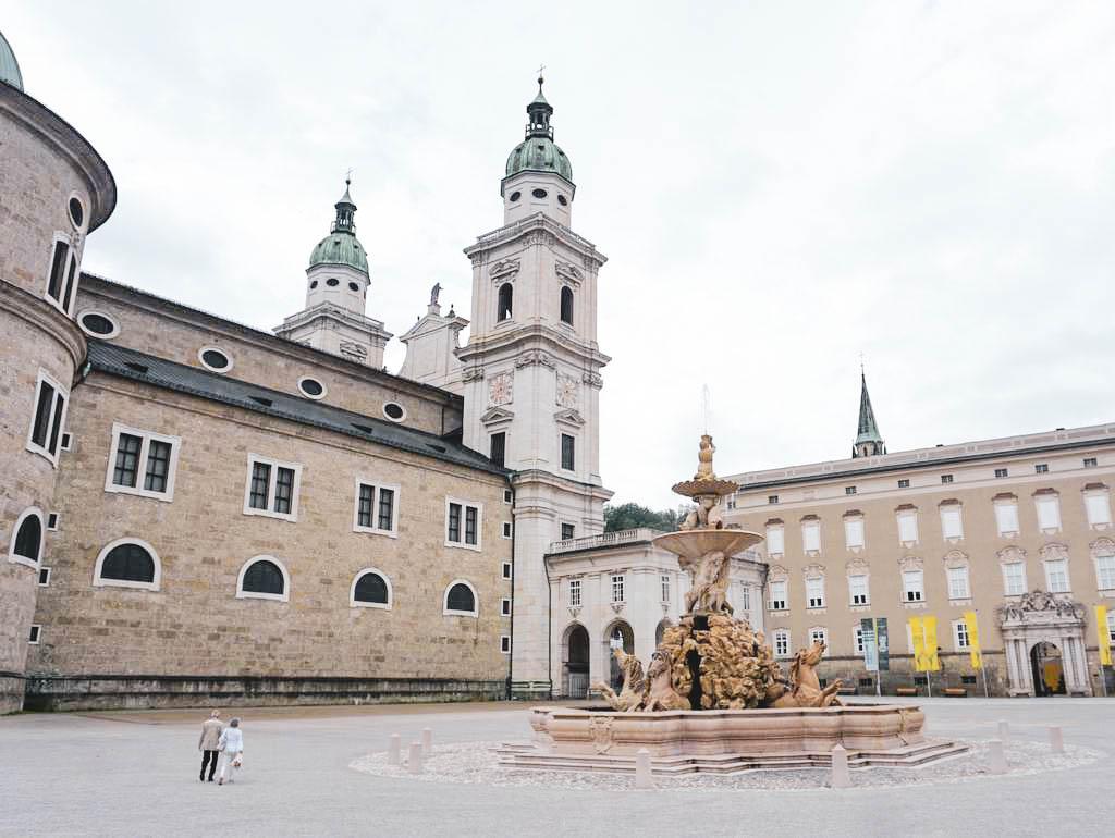 Residenzplatz mit Dom und Alter Residenz