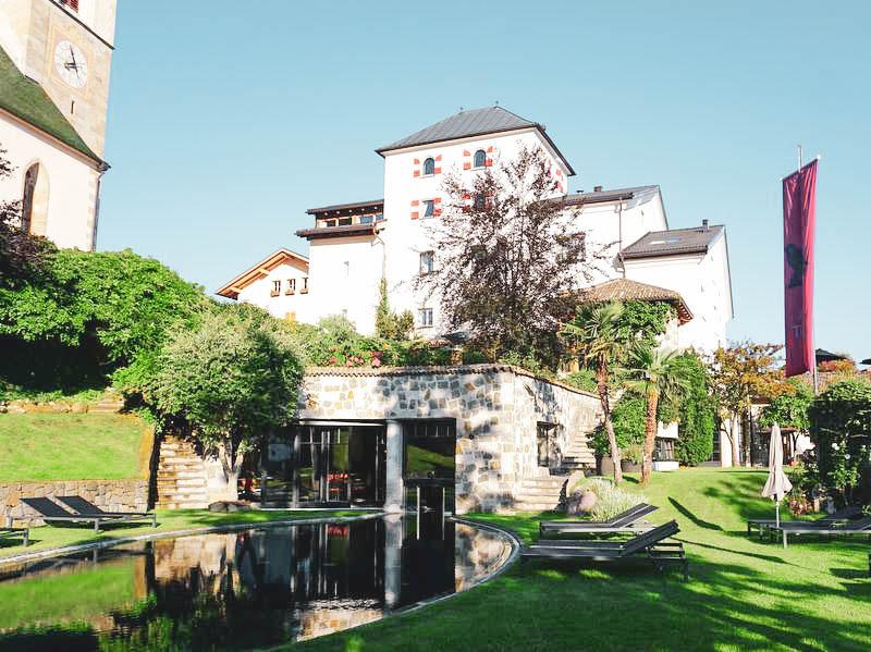 Aussenansicht Hotel Turm Völs am Schlern