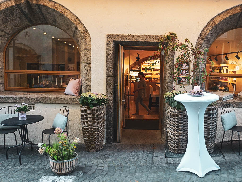 Eingang zum Rosencafé