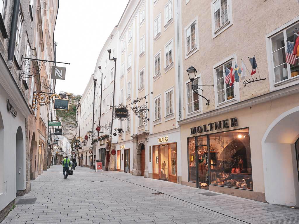 Getreidegasse Salzburg Douglas