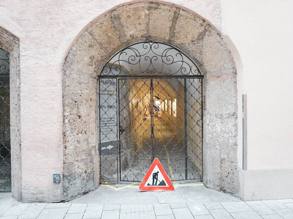 Eingang Getreidegasse Durchgang versperrt