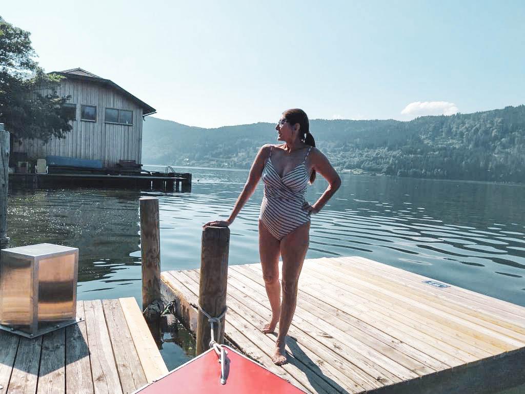 Frau im Badeanzug