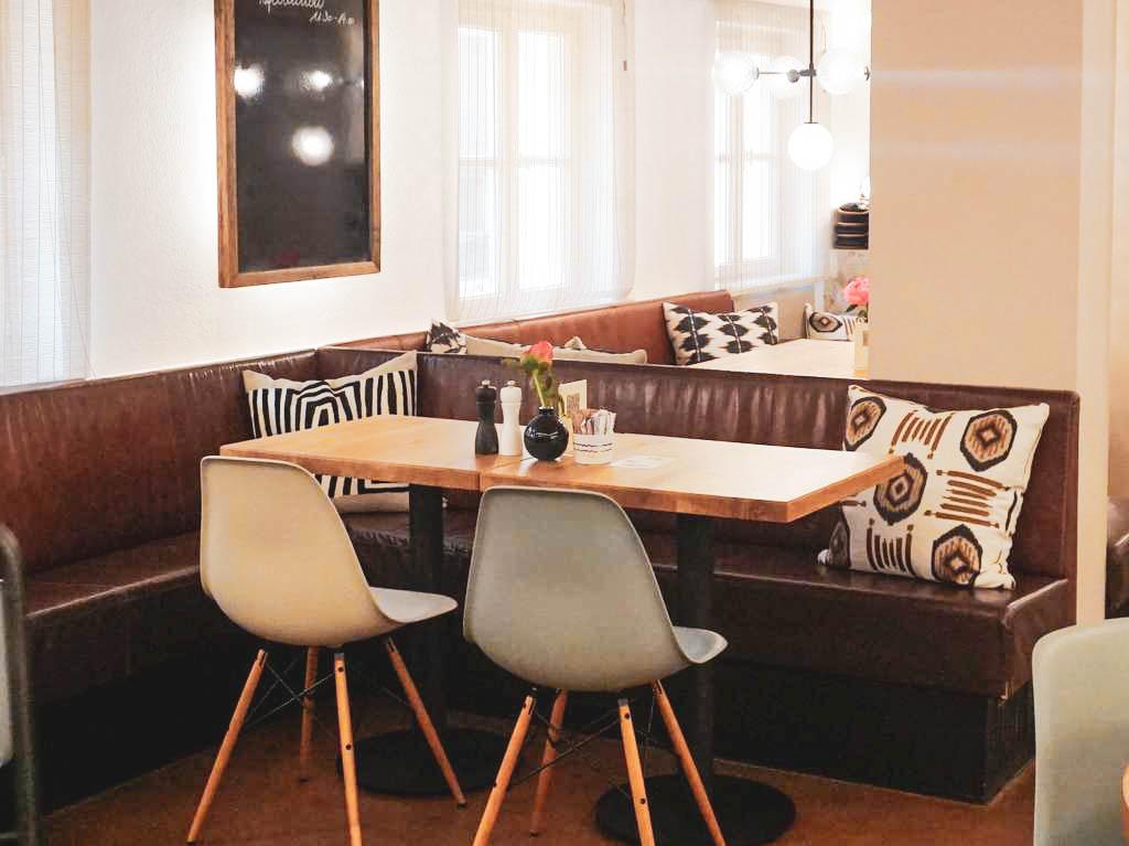 Tisch im Afro Cafe