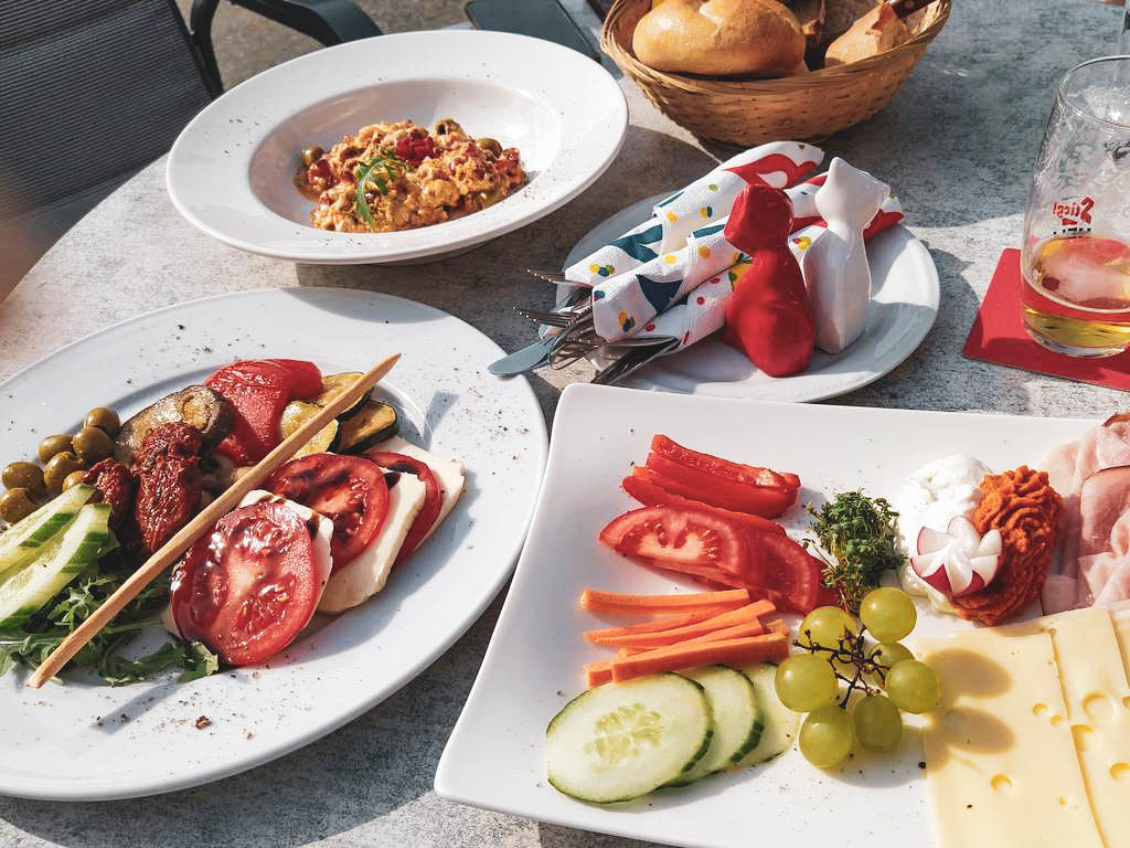 Frühstück im Dorfcafe Henndorf
