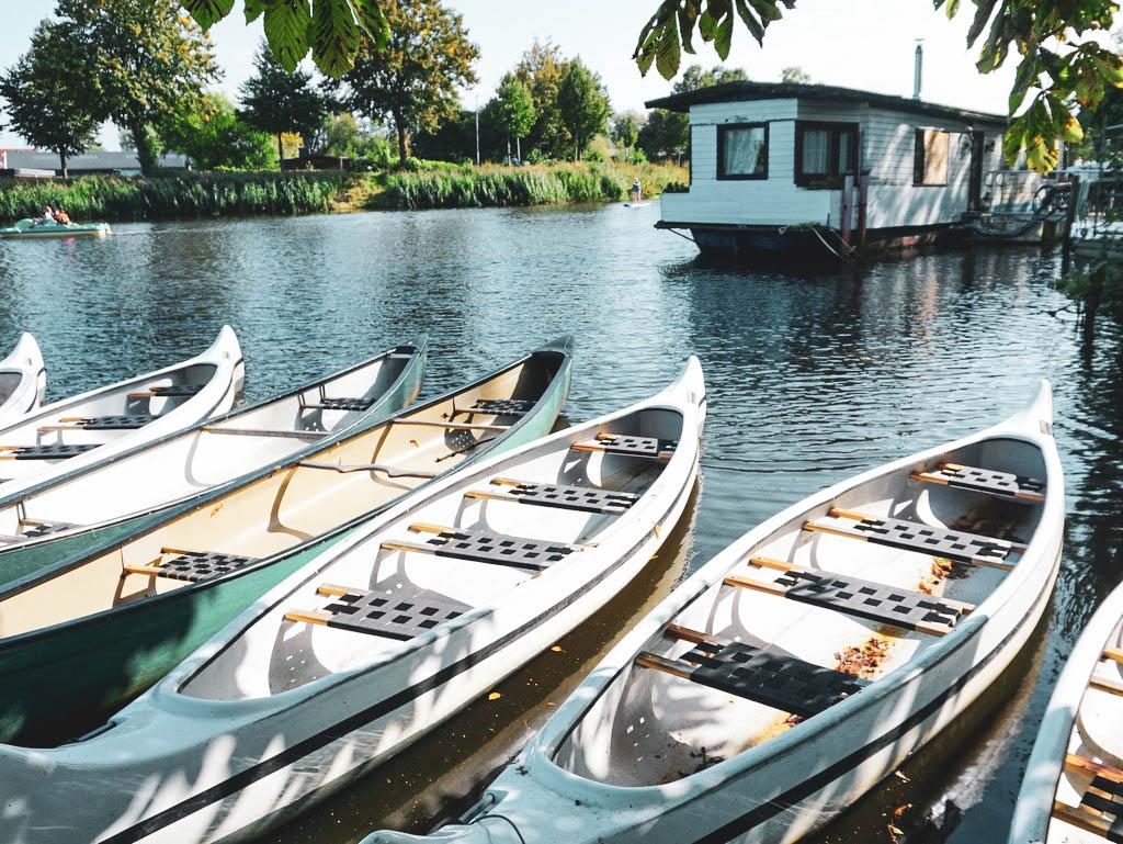 Kanus im Holzhafen in Stade